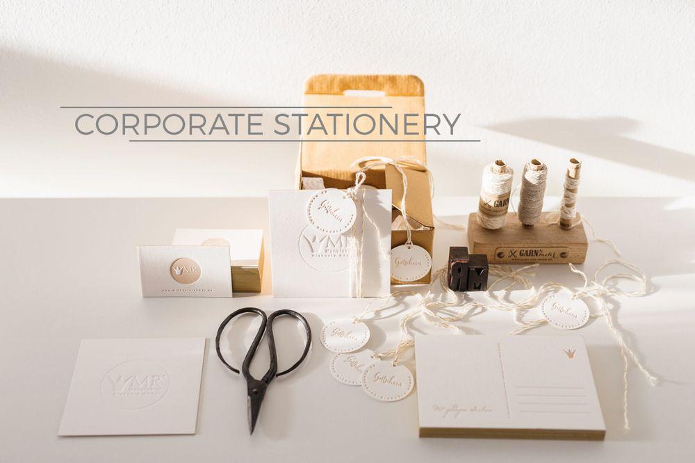 Dies hübsche Atelier für Letterpress & Design findet ihr in Stuttgart. In reiner Handarbeit entsteht hier individuelle und hochwertige Papeterie für jeden Anlass. Schaut mal vorbei, es lohnt sich sehr: Poule folle - Atelier für Letterpress & Design Weißenburgstraße 18 70180 Stuttgart