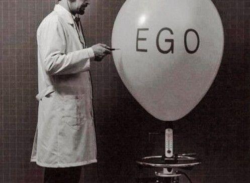 EGOmarketing: YO, mi, me, conmigo……..y mi ombligo!