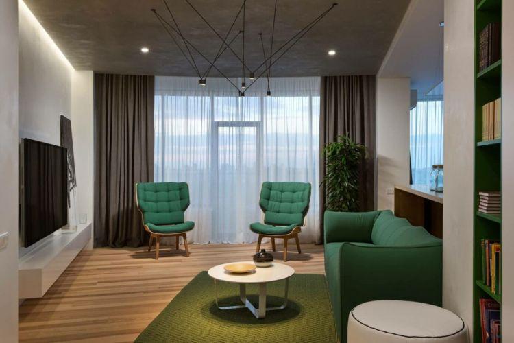 Farbe Grün Einrichtung Wohnbereich Stuehle Polster Grau Vorhaenge