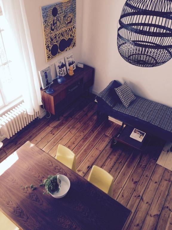 Einrichtungs-Inspiration fürs Wohnzimmer massiver Holzdielenboden