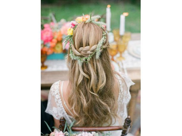 Hairstyle-hair-with-a-crown-of-flowers-8