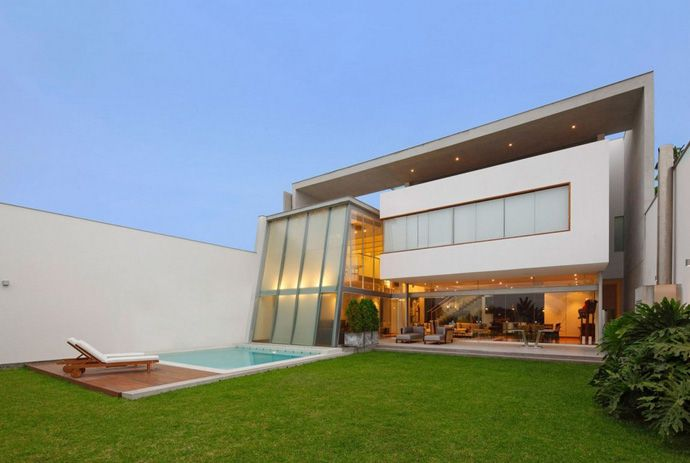 Casa AR: A Simple, Elegant and Modern Contemporary Architecture