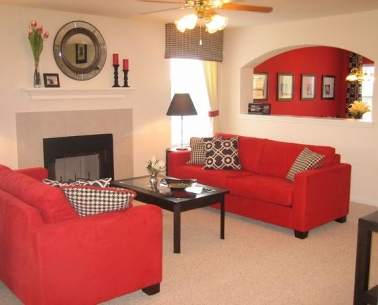 Living Zugravit Crem Cu Mobila Wenge Si Canapele Rosii Din Piele Intoarsa Red Couch Living Room Red Furniture Living Room Couches Living Room