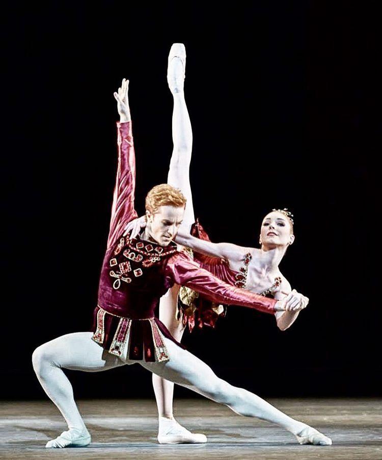 prada shoes 9 men dancing ballet on pointe videos