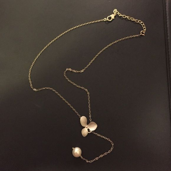 Cute Pearl and flower necklace Fashion necklace with Pearl and flower. Pearl length adjusts through opening on flower Jewelry Necklaces