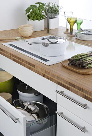 plaque induction blanche sur plan de travail bois cuisine ouverte verriere plan de travail et