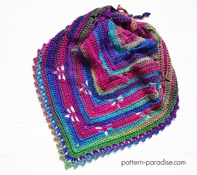 The triangular shape, brilliant stripes, and dragonfly-shaped spaces make this Dragonfly Bandana Cowl seem too intricate to be an easy crochet pattern, but it is! The bumpy borders also give the crochet cowl pattern a beautiful finish.