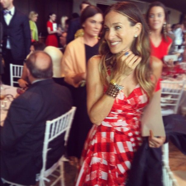 Sarah Jessica Parker looks lovely at the FIT Museum of NY luncheon celebrating Oscar de la Renta, who received the Couture Council Award. #fashion - I4PC