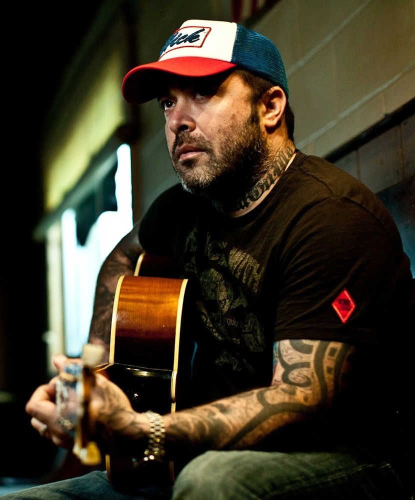 Staind Singer Songwriter Aaron Lewis Finds His Roots In Country The Augusta Chronicle Aaron Lewis Country Boy Country Boys Country Music
