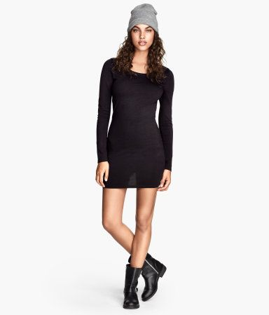 Short, fitted dress in soft jersey with long sleeves