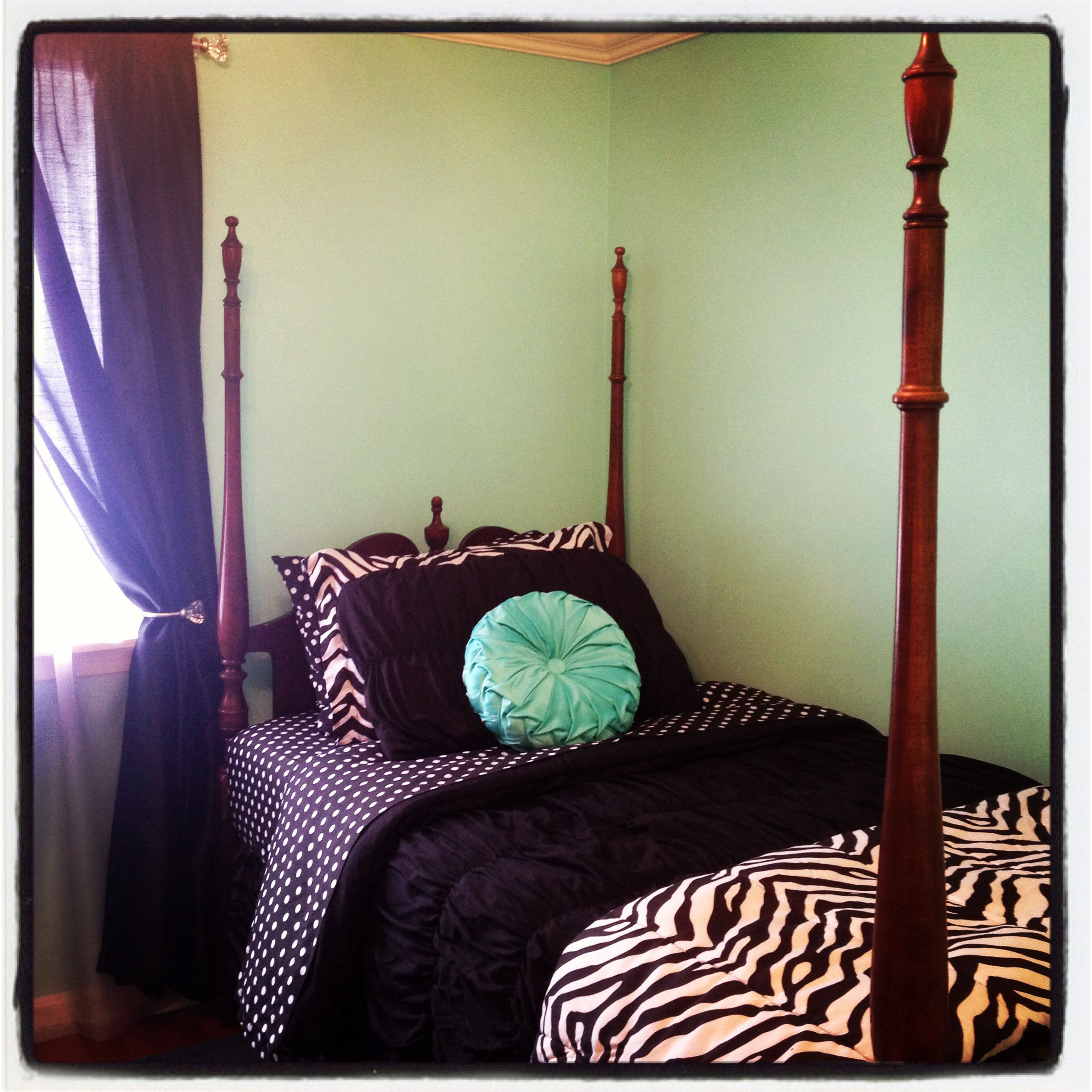 Antique four poster twin bed with Tiffany Blue walls ...