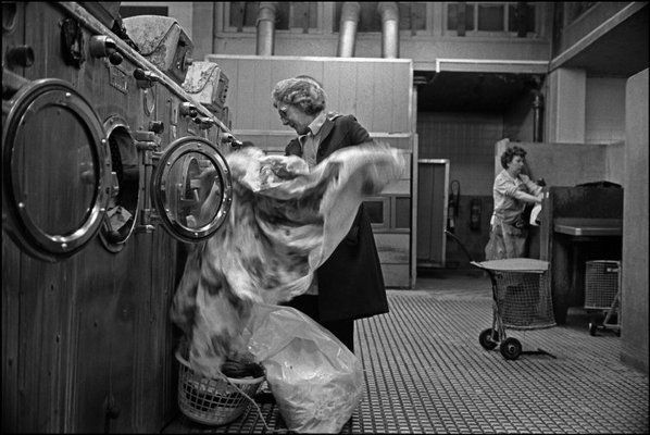 LIVERPOOL, England—Women do their wash in a public launderette, 1986. © Ian Berry / Magnum Photos http://todayspictures.slate.com/20110303/