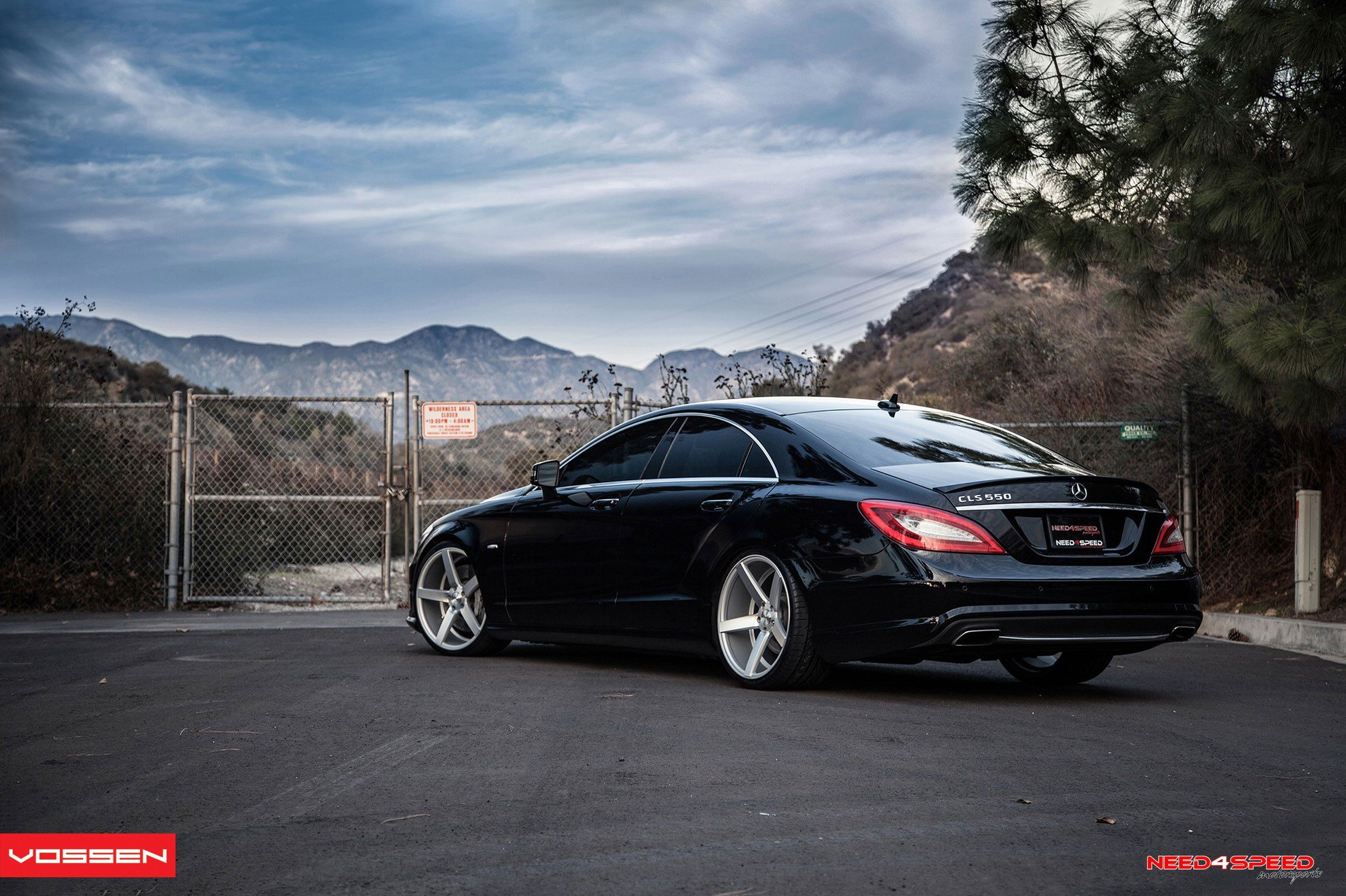 Stanced Out Mercedes Cls 550 With Sport Suspension And Vossen Rims Mercedes Benz Cls Mercedes Cls Mercedes Wallpaper