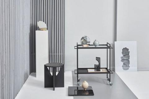 Rollwagen aus lackiertem Stahl und weitere Produkte der dänischen Designerin Kristina Dam