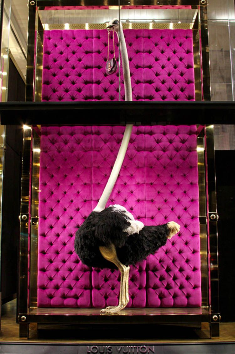 Escaparate de Louis Vuitton. Me encanta! 검은 선으로 높이 분할을 함으로서 강조되는 효과