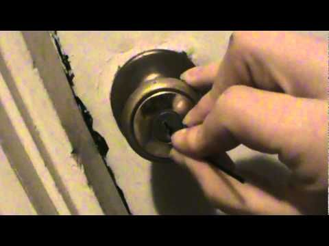 73 How To Pick A Lock With Only One Bobby Pin Youtube Bobby Pins Lock Picking Tools Survival Tips