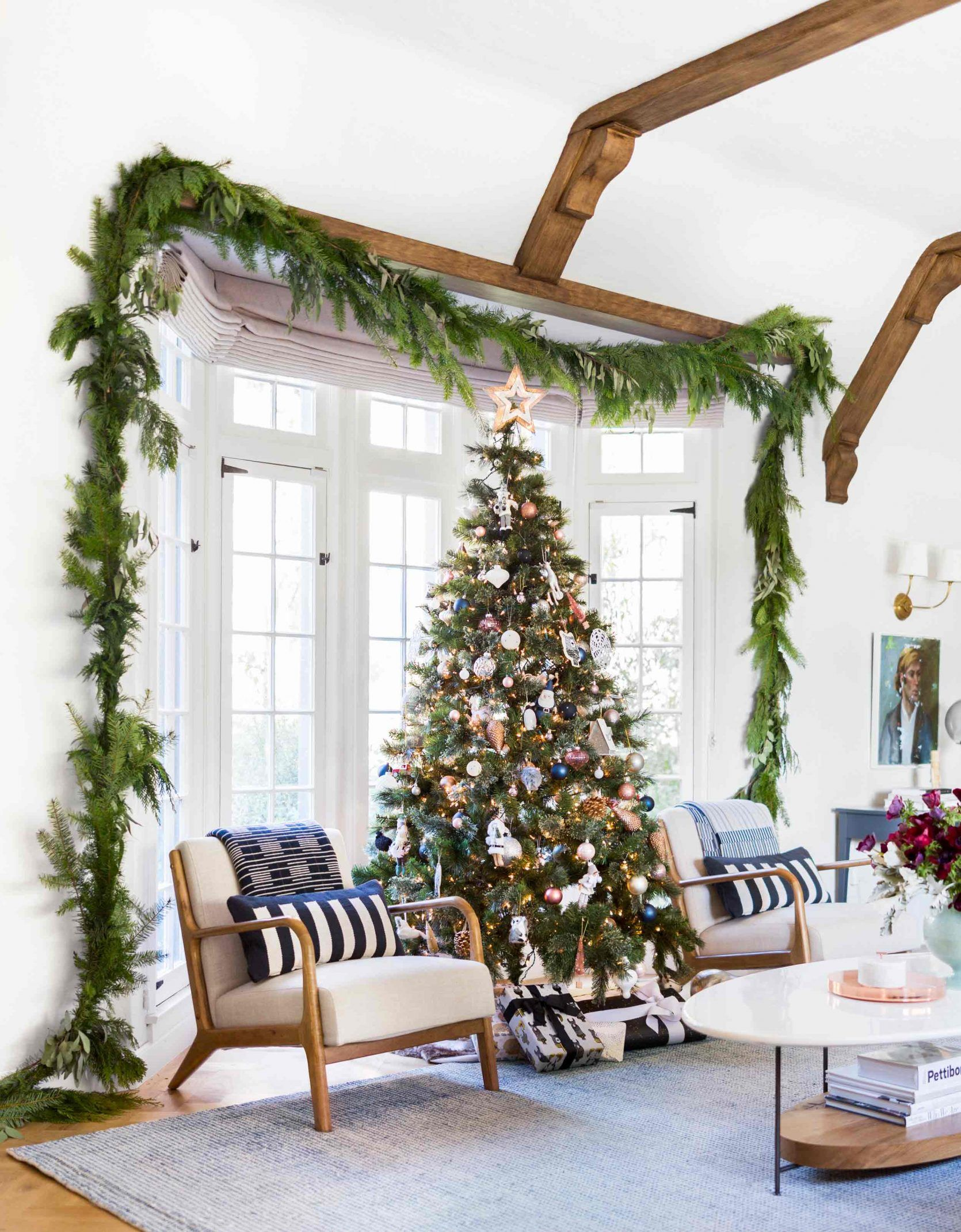17 Of Our Favorite Christmas Tree Garland Decorating Ideas Christmas Tree Inspiration Modern Christmas Christmas Tree Garland