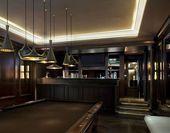 Photo of Erholungsraum mit dekorativen Einrichtungsgegenständen, Buchtbeleuchtung, Barak…