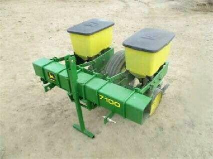 JOHN DEERE 7100 2 Row Planter Tractors Tractor