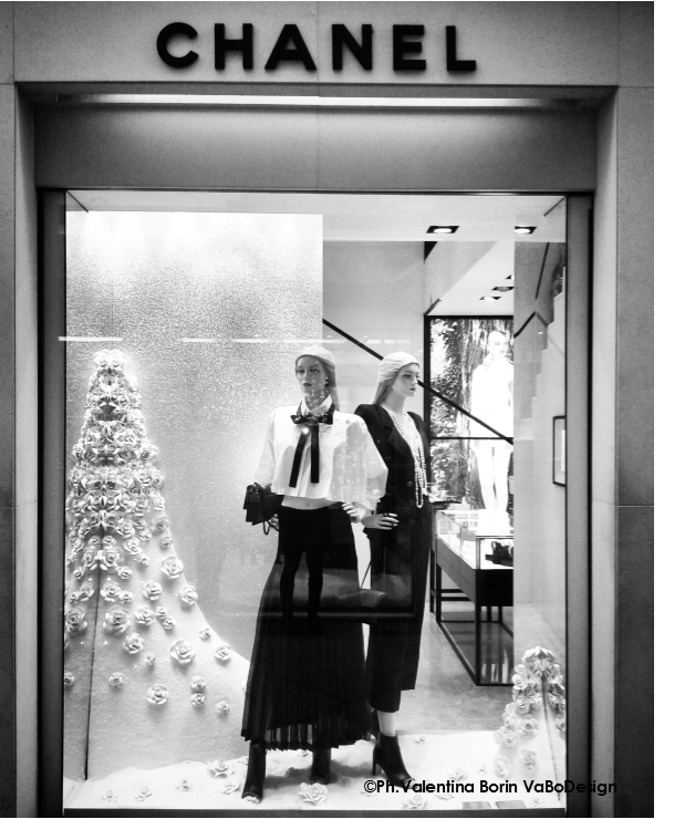 Chanel window display in Venice December 2015   Vitrine ...