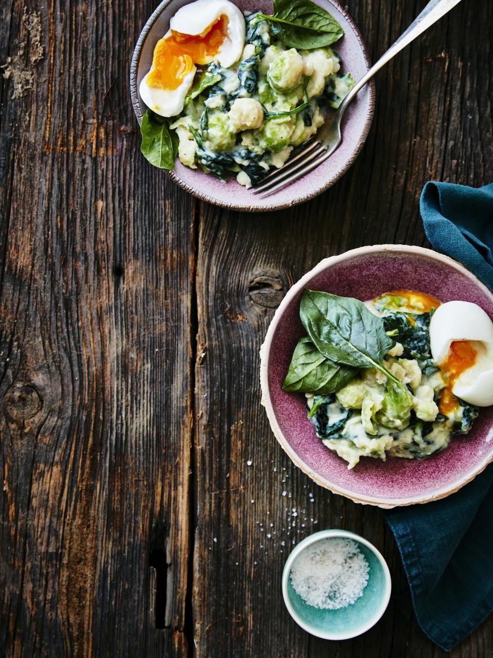 Stoemp Van Spruitjes En Spinazie Met Zure Room En Een Eitje Recept Voedsel Ideeen Spruitjes Vegetarisch