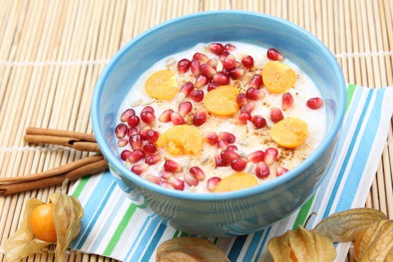 Kuchnia W Wersji Light Platki Ryzowe Na Mleku Z Owocami Food Breakfast Oatmeal