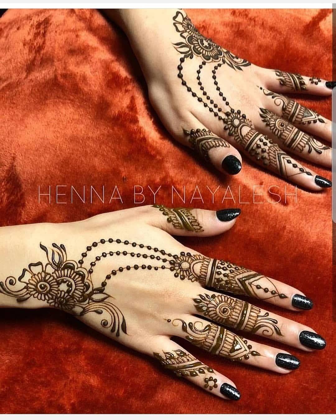 الحناء تسنيم للحناء في شهر رمضان و عيد استقبلي الشهر الفضيل مع اجمل نقوش الحناء نقوش حناءعلى شكل هلال و نجمة من مختلف ال Henna Hand Tattoo Hand Henna Henna