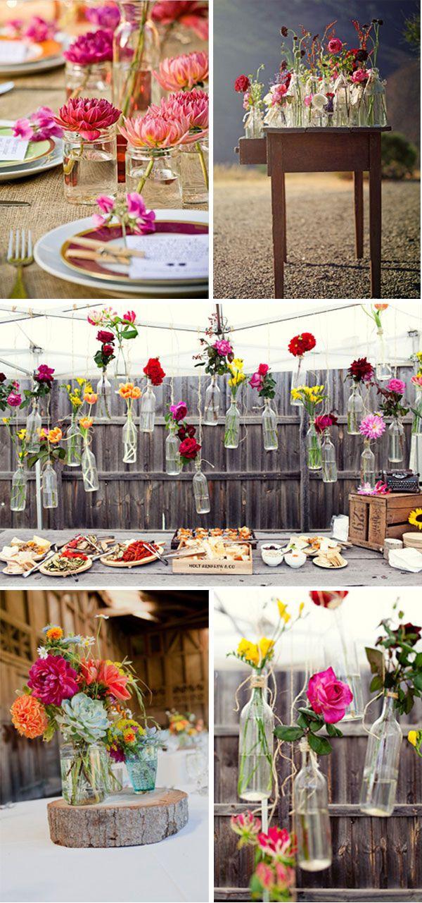 Blumen in einfachen Gläsern und Flaschen.... | Tischdeko ...