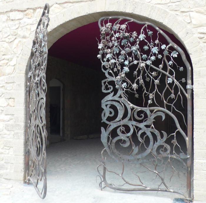 grille de cave en fer forg iron works pinterest gates doors and iron work. Black Bedroom Furniture Sets. Home Design Ideas