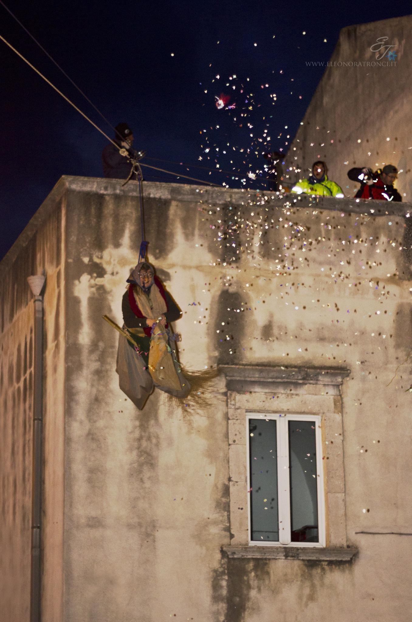 Befana celebration at night in Italy #puntoitalia  Source: Eleonora Tronci @ Flickr