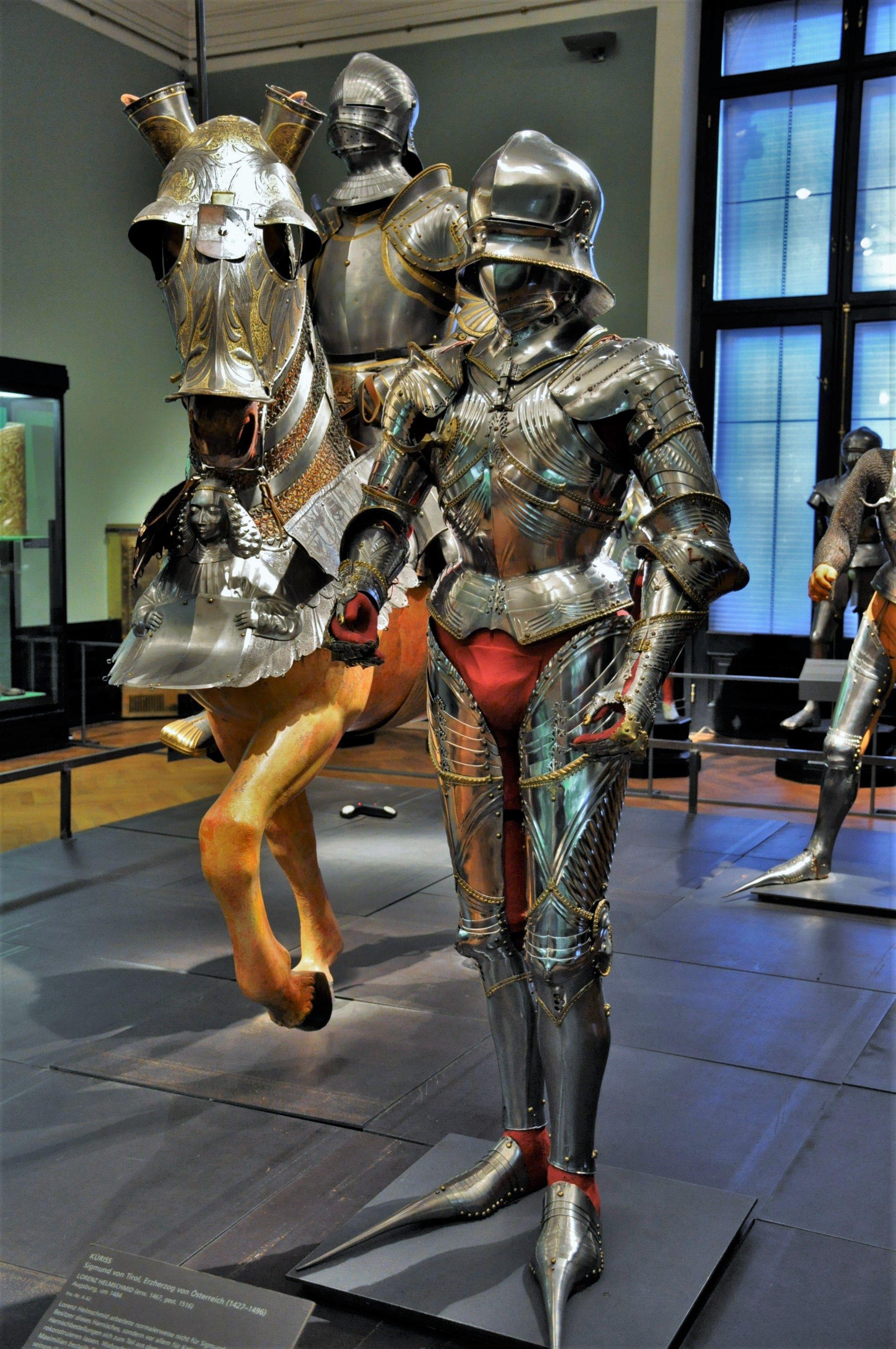 Pin By Alexander Motz On Zbroje In 2020 Medieval Armor Century Armor Knight Armor