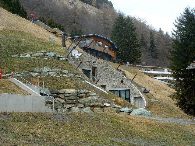 Villa vals una casa nelle montagne svizzere case for Case realizzate da architetti