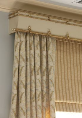 Very Attractive Cornice The Trim Appears To Be Gold