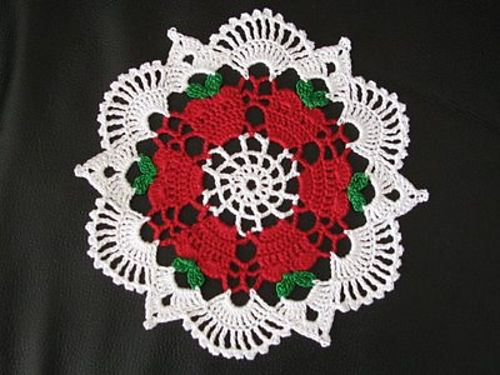 Ravelry: Apples for the Teacher Doily pattern by Denise (Augostine) Owens  Free pattern...would make for wonderful Christmas gift for a teacher.