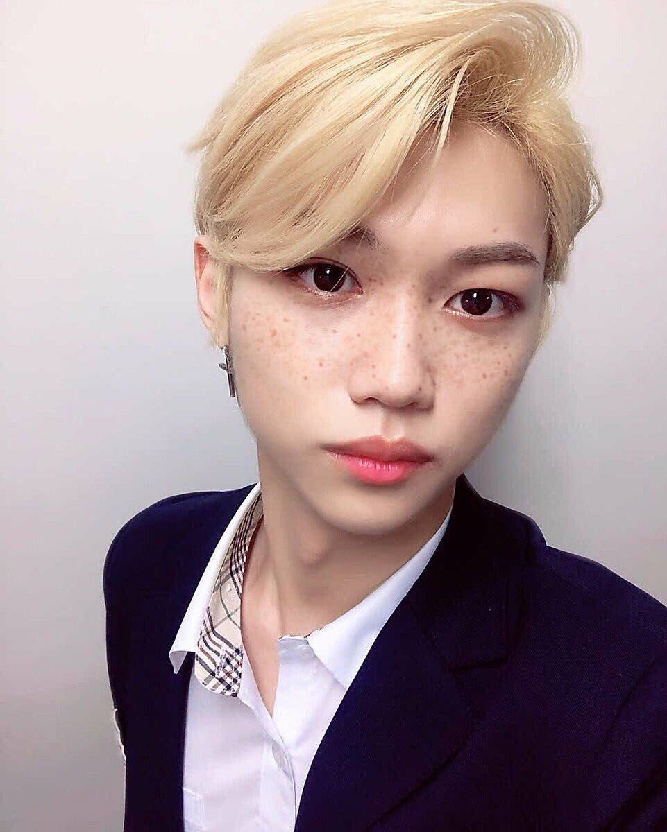 Angel Is A 17 Year Old Hybrid Tiger Girl Being Abused By Humans All Fanfiction Fanfiction Amreading Books Wattpad In 2020 Felix Stray Kids Felix Freckles