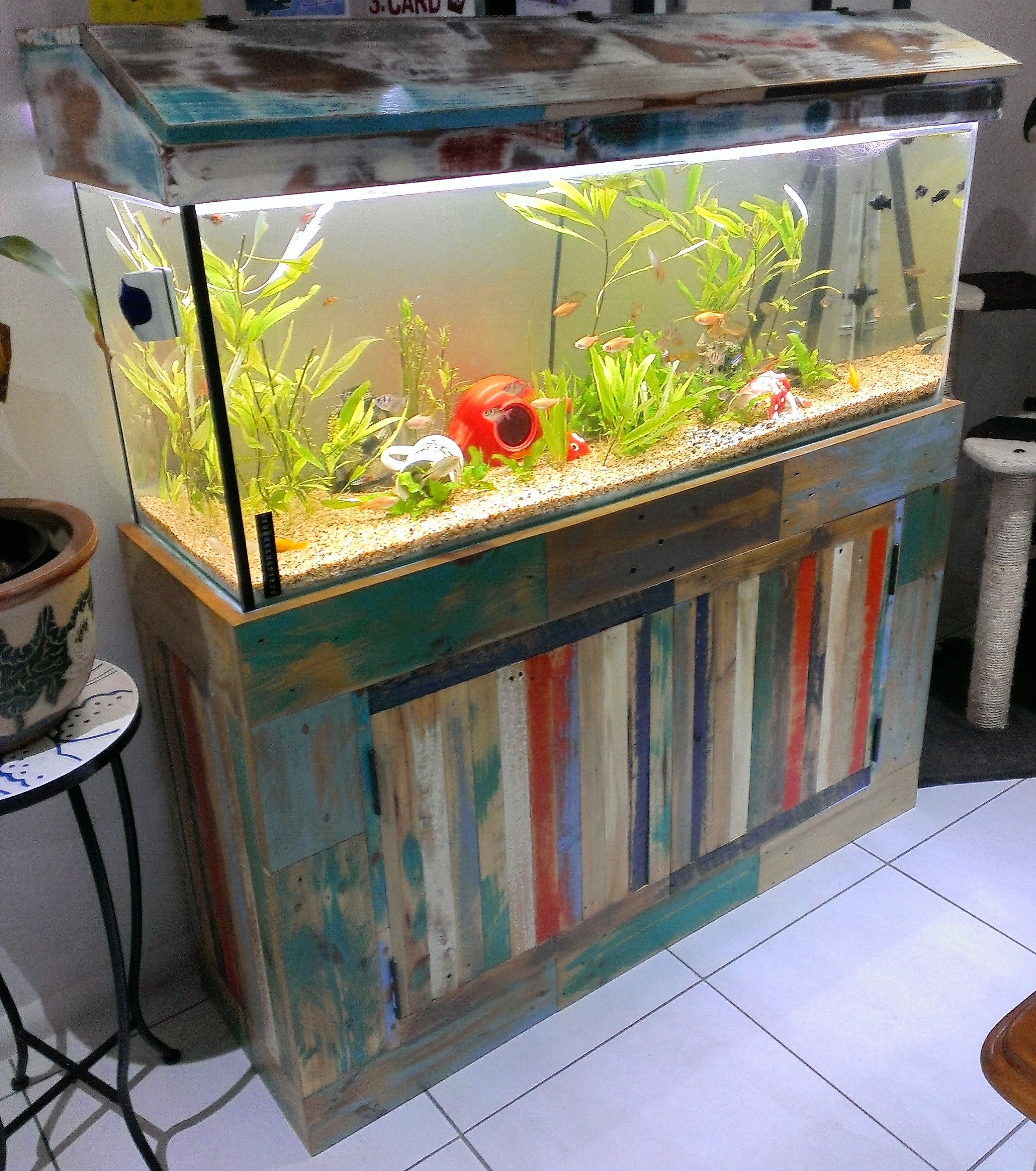 4ft Fishtank Stand Made From Recycled Pallets Frame Made From Structural Timber Hood Came With The Tank Just Neede Fish Tank Stand Diy Fish Tank Tank Stand