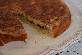 Svärmor bjöd på den här goda kakan i helgen. Jättegod. Receptet är från Lindas bakskola. Äppel-kanelbullekaka Ca 8 bitar 1 ägg 1 dl ...
