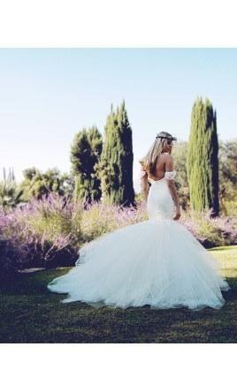 Lauren Elaine AURELIA - LEBR2015AR: buy this dress for a fraction of the salon price on PreOwnedWeddingDresses.com