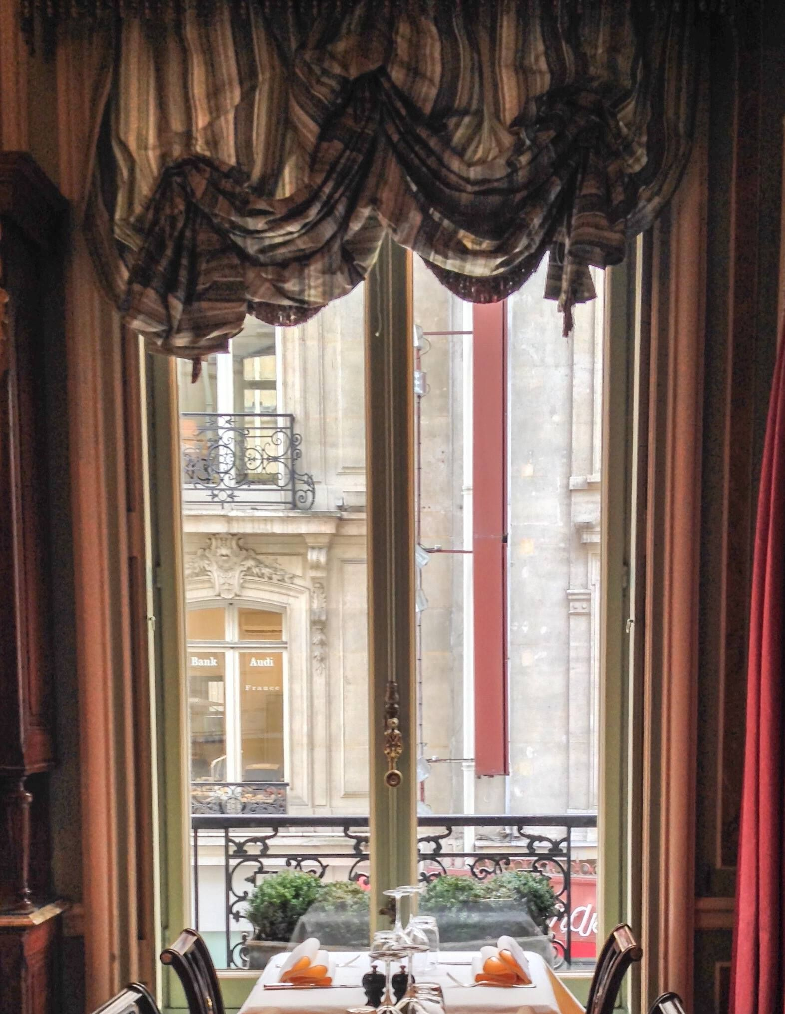 Breakfast with a view I Paris