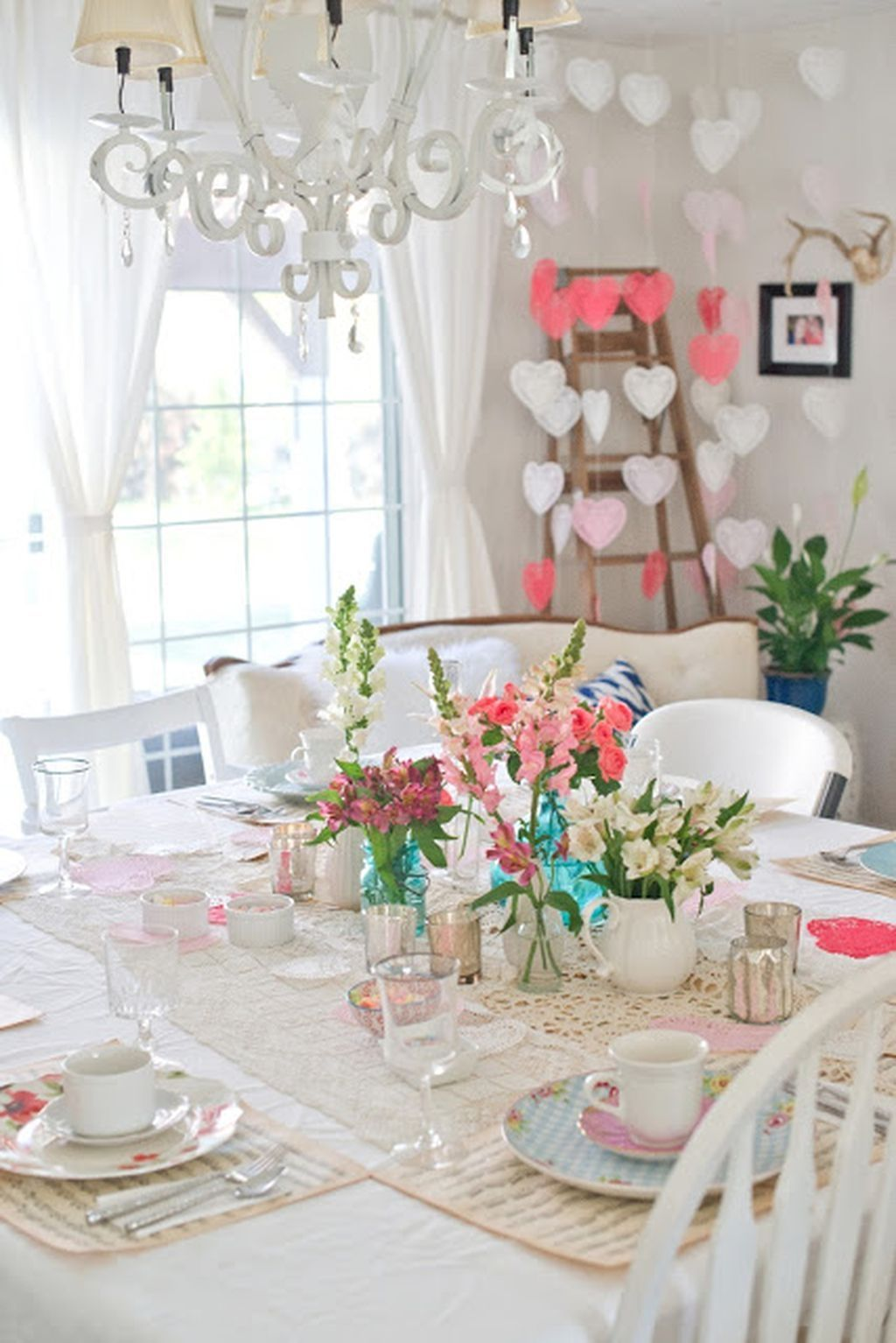 50 Romantic Dining Room Decorating Ideas for Valentine\'s Day | Room ...