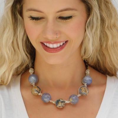 Runde Immergrün-Chalcedon-Halskette