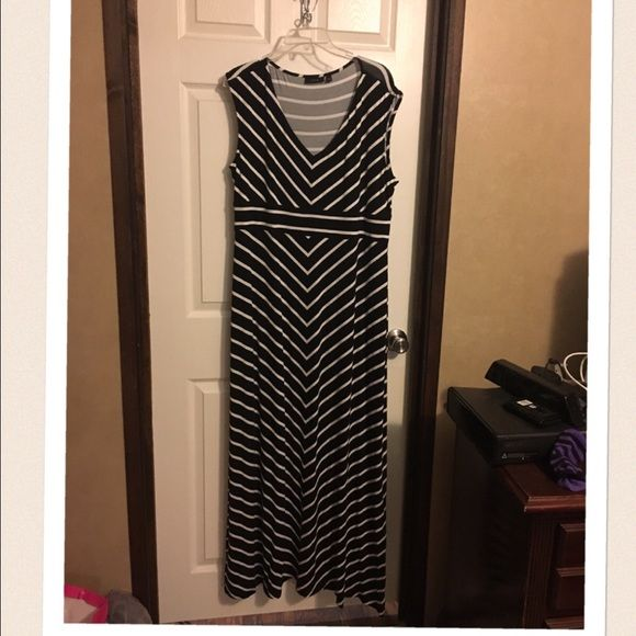 "Apt 9 Maxi Dress NWOT very cute! Black with white stripes. Took the tags off, never wore it. I'm 5' 4"" and it's a little too long for me. Apt. 9 Dresses Maxi"