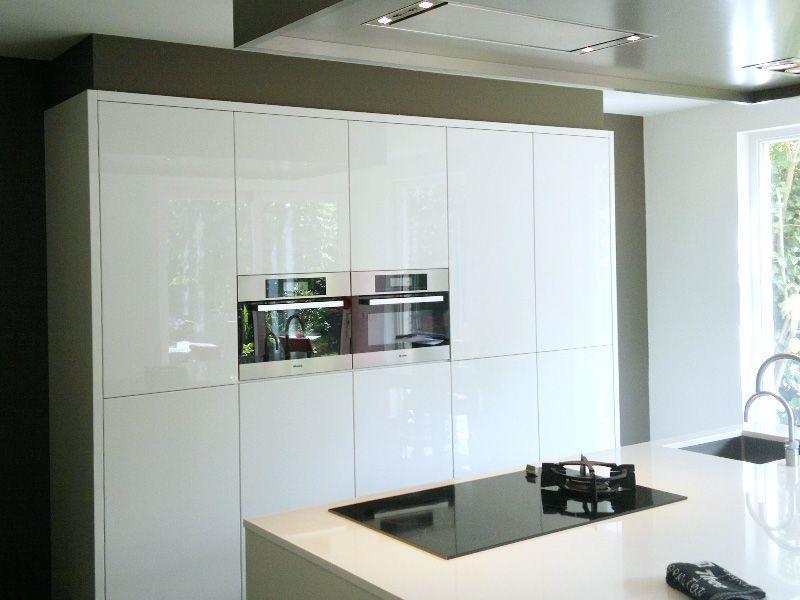 Gamma Keuken Wand : hoogglans witte kastenwand (wand vullend) keuken