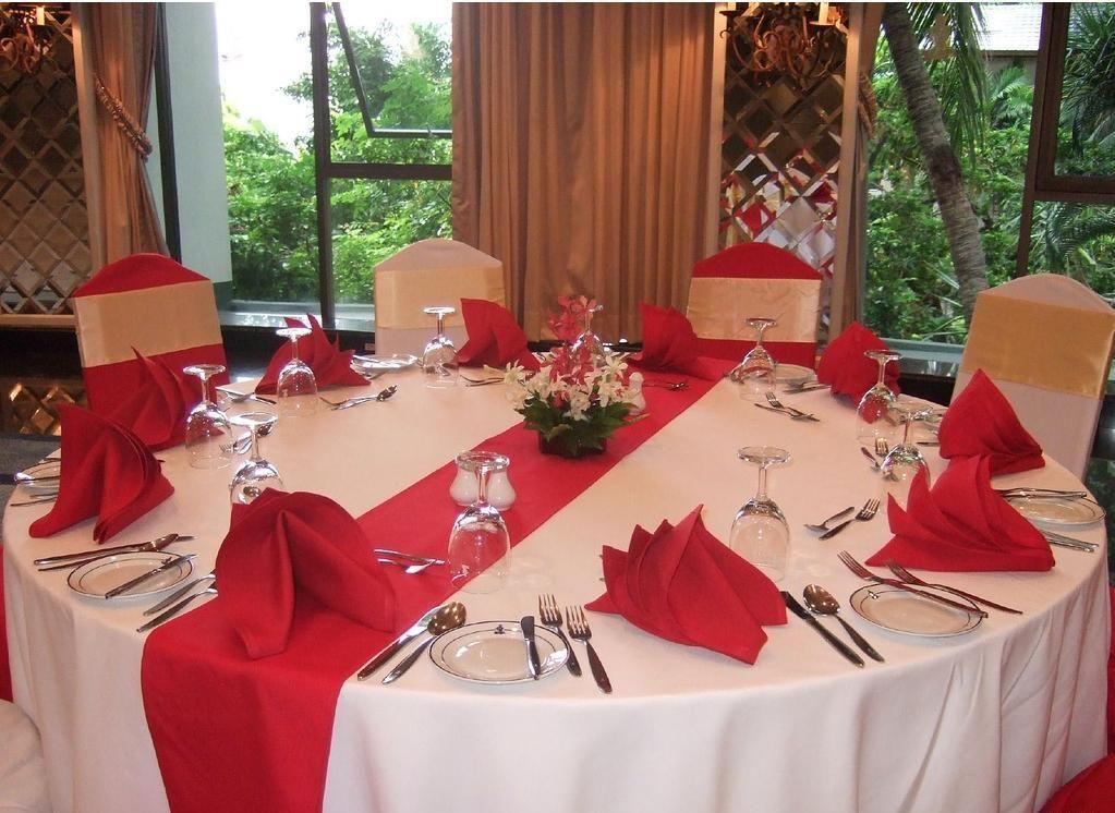 quaker lace tablecloths, linen like table, april cornell table ...