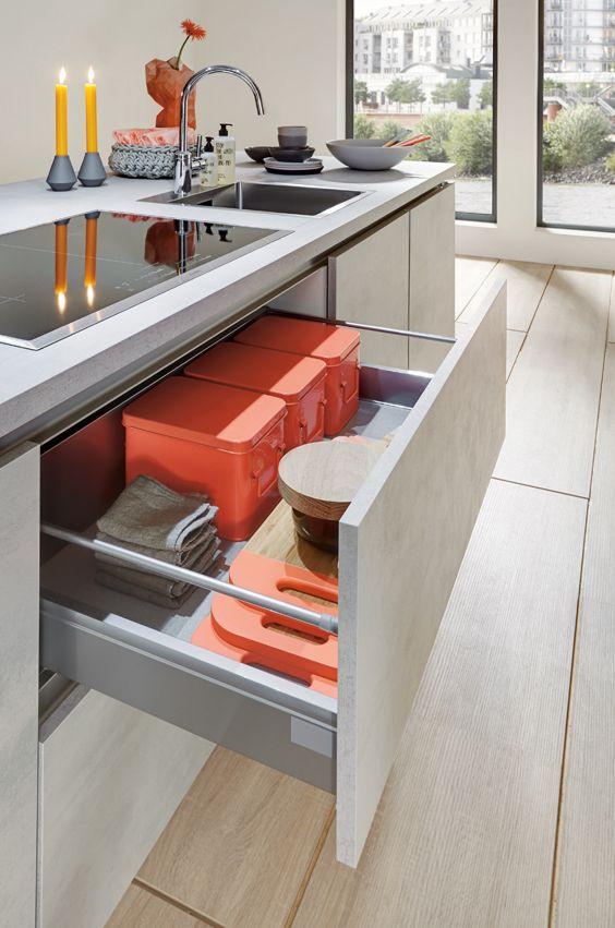 Küchen Auszugschrank mit griffloser Front | Beton Küche | Pinterest ...