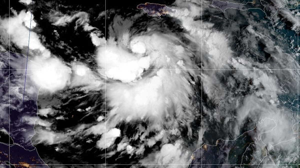 Tropical Storm Delta Coming Oil Workers Leaving Gulf Of Mexico In 2020 National Hurricane Center Tropical Storm Caribbean Sea