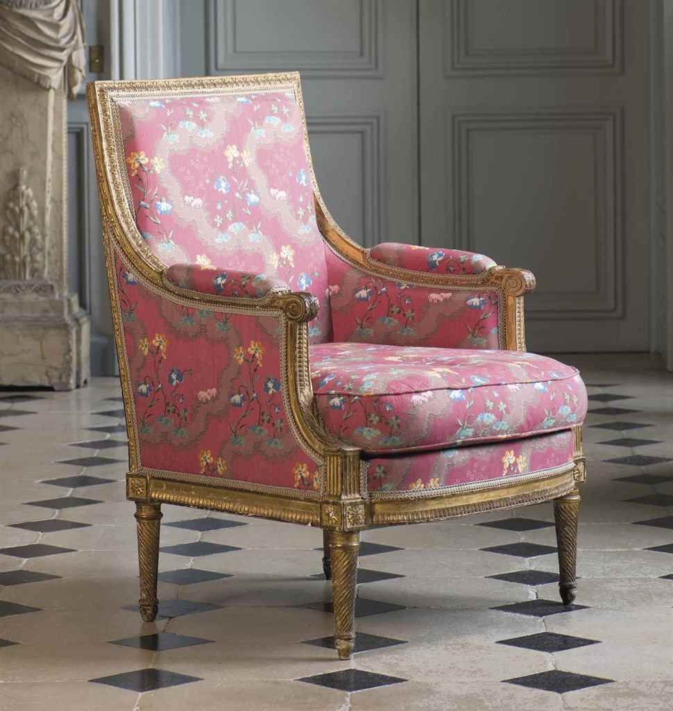 Canape En Bois Sculpte Relaque Creme D Epoque Louis Xv Attribue A Jean Baptiste Tilliard Lot Pretty Furniture Georgian Furniture Interior Design Furniture
