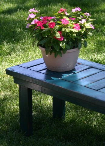 I want to make this!  DIY Furniture Plan from Ana-White.com  A touch of contemporary to your outdoor space. This easy to build bench features a slatted top. Use indoors and out, as dining seating or just a bench to rest on outdoors.