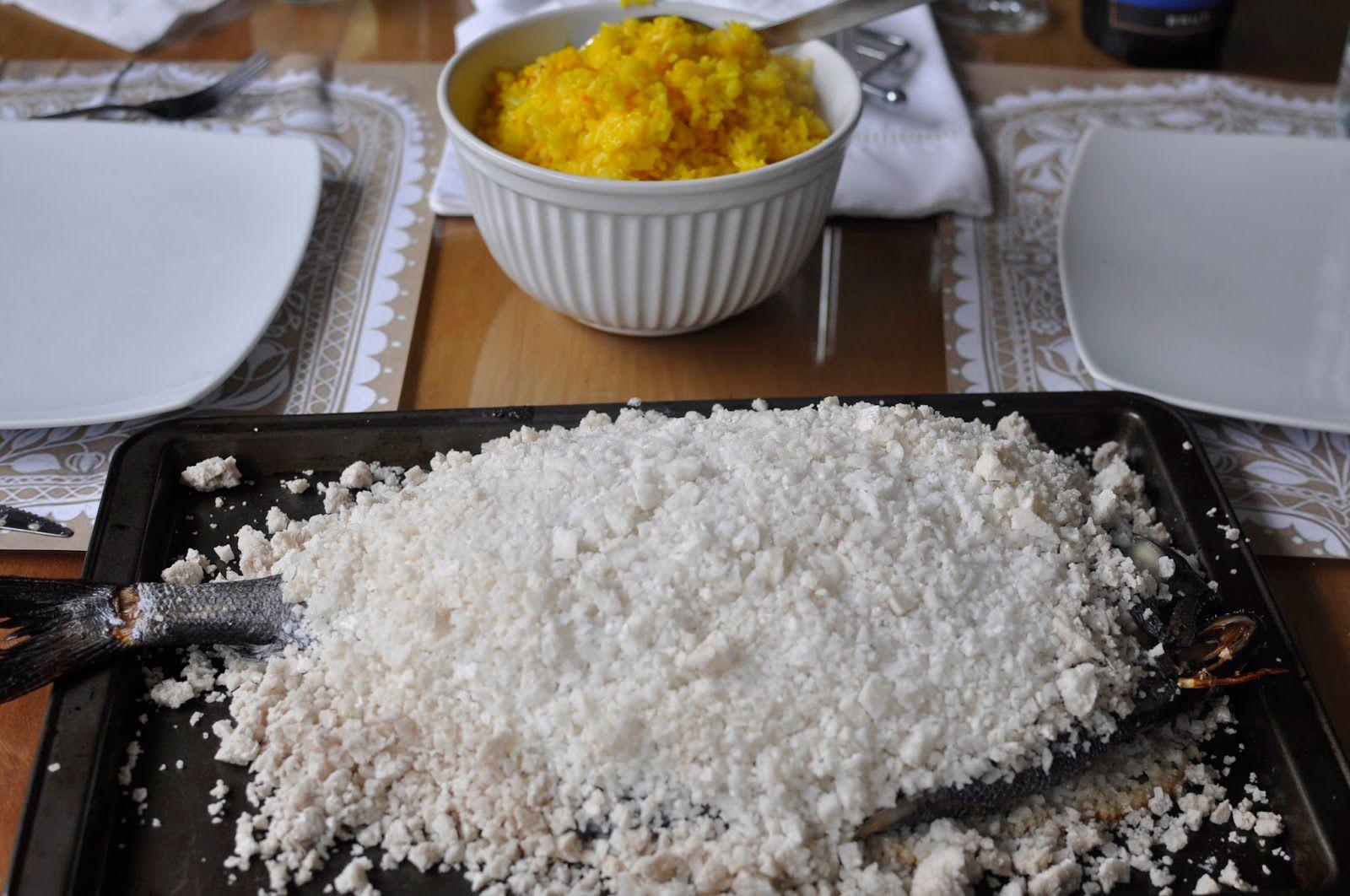 Pescado Cocinado A La Sal Gruesa Con Arroz Al Azafrán Arroz Con Azafrán Recetas De Pescado Al Horno Pescado