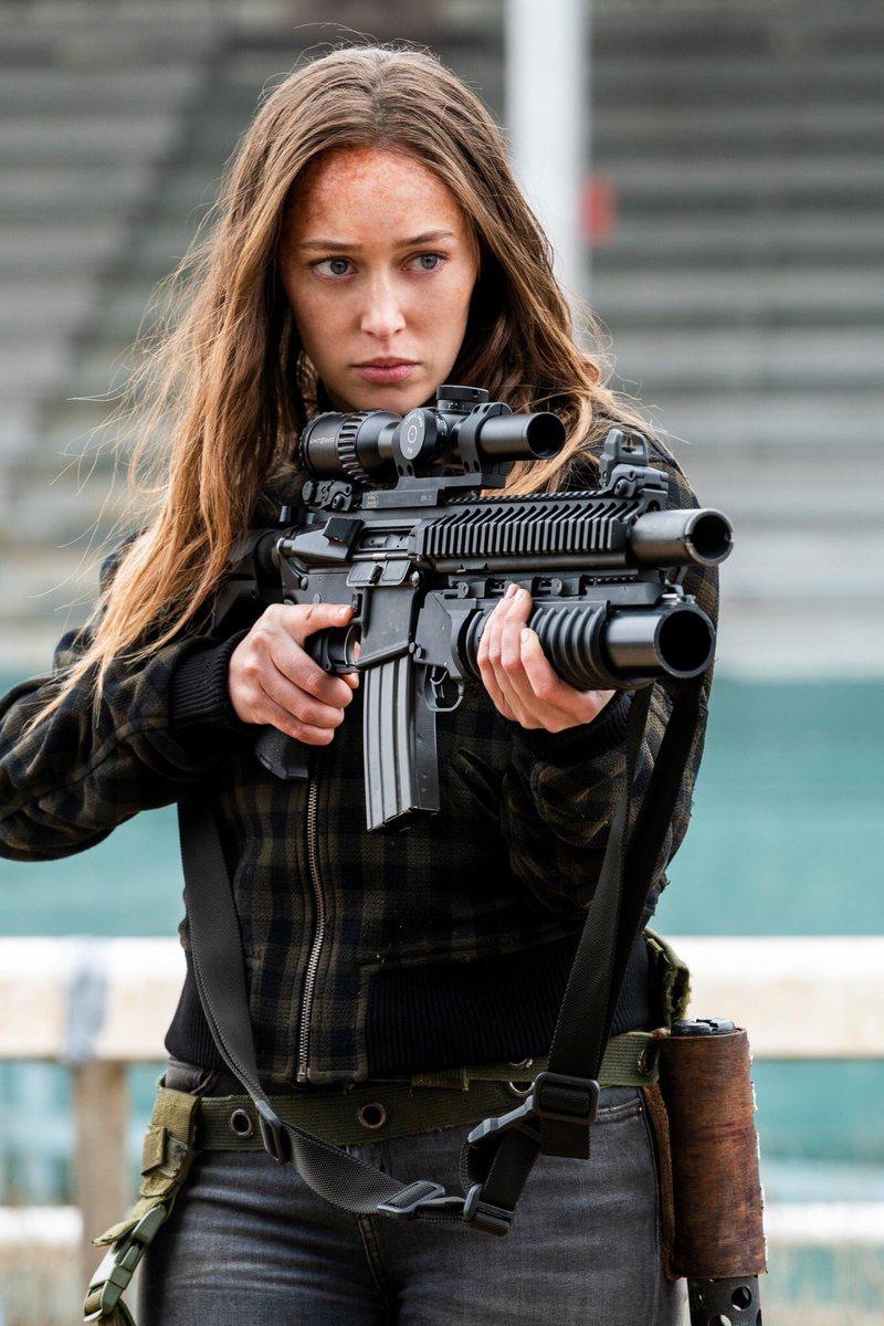 Работа с оружием для девушек работа моделью в ульяновске